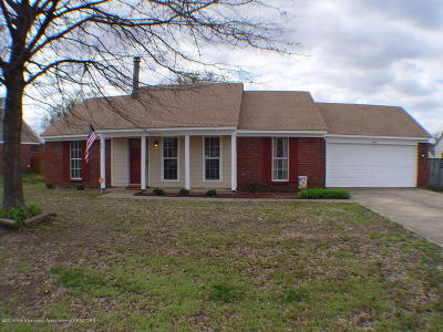 Olive Branch Single Family Home For Sale: 6891 Magnolia Trails