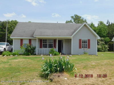 Holly Springs Single Family Home For Sale: 661 W Lake Drive