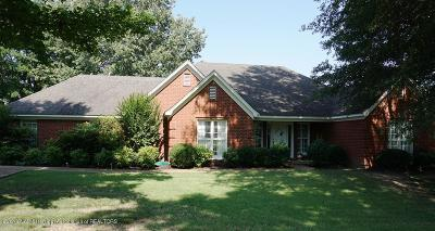 Tate County Single Family Home For Sale: 1800 Country Club Road