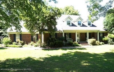 Tate County Single Family Home For Sale: 313 Shaker Drive