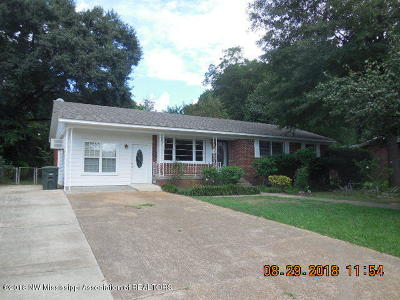 Tate County Single Family Home For Sale: 206 Evelyn Street