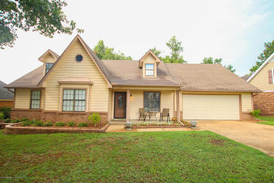Southaven Single Family Home For Sale: 834 White Pine Drive
