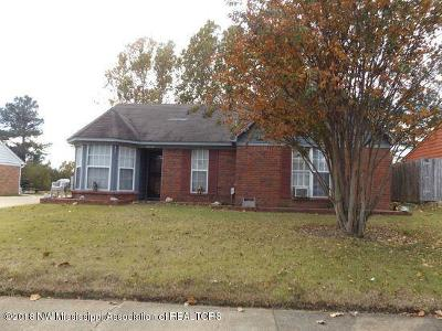 Olive Branch Single Family Home Active/Contingent: 10403 Oak Leaf Drive