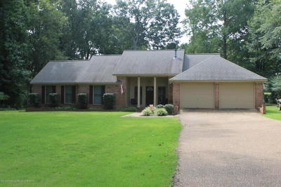 Tate County Single Family Home For Sale: 258 Country Club Drive