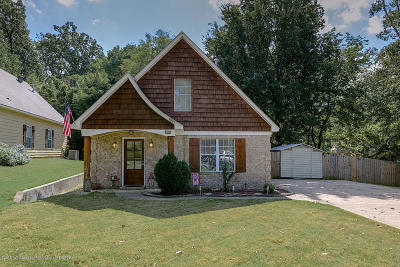 Olive Branch Single Family Home For Sale: 7997 Hickory Cove