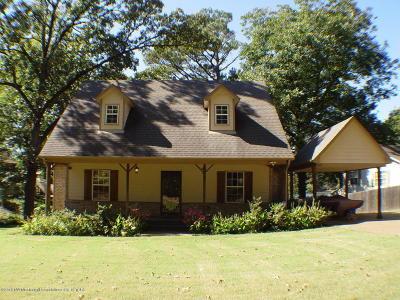 Olive Branch Single Family Home For Sale: 7523 Dogwood Lane