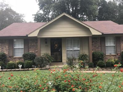 Horn Lake Single Family Home For Sale: 3290 Laurel Drive