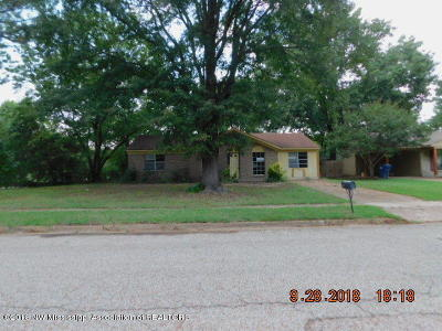 Horn Lake MS Single Family Home For Sale: $41,500