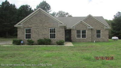Holly Springs Single Family Home For Sale: 137 Beverly Lane