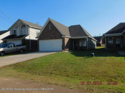 Tate County Single Family Home For Sale: 126 Flower Circle