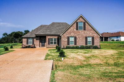 Tate County Single Family Home For Sale: 102 Carolina Circle