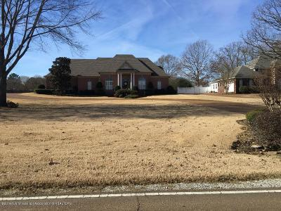 Tate County Single Family Home Active/Contingent: 1740 Country Club Road