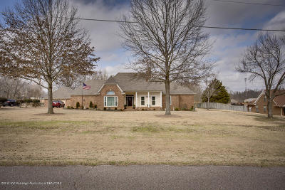 Olive Branch Single Family Home For Sale: 4300 Oakland Drive