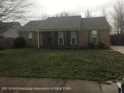 Olive Branch Single Family Home For Sale: 10626 Oak Leaf Drive