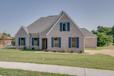 Desoto County Single Family Home For Sale: 608 S Bending Oak