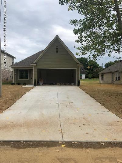 Tate County Single Family Home For Sale: 111 Flower Circle