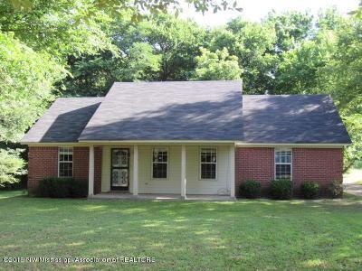 Desoto County Single Family Home For Sale: 320 Pleasant Hill Road