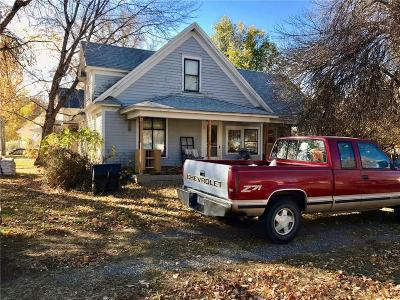 Single Family Home Contingency: 1548 Shopis Avenue