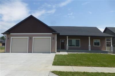 Single Family Home For Sale: 913 Sandcherry St