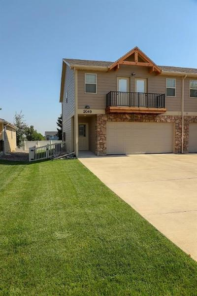 Condo/Townhouse For Sale: 2049 Lake Hills