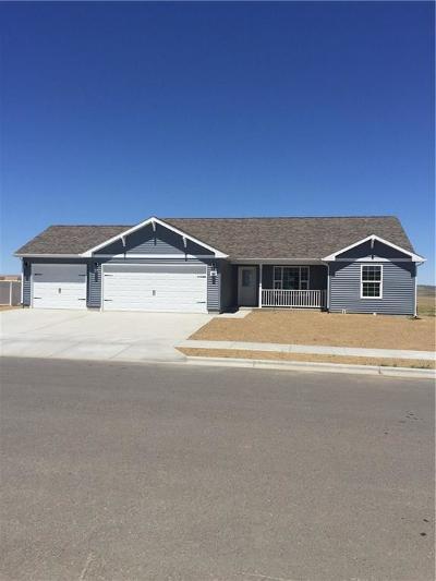Single Family Home For Sale: 1410 Topanga Avenue