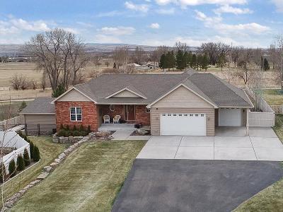 Laurel Single Family Home For Sale: 2110 Saddleback Dr
