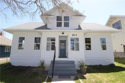 Single Family Home For Sale: 817 W Corcoran Street