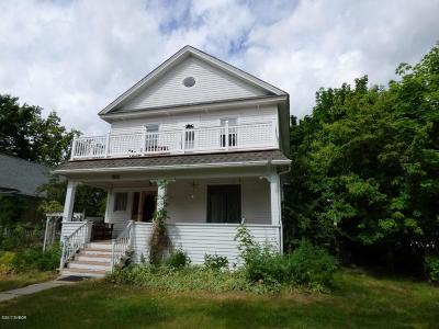 Hamilton Single Family Home For Sale: 601 S 5th St