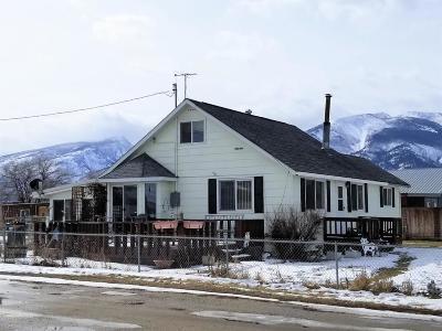 Hamilton Single Family Home For Sale: 223 Fairgrounds Rd
