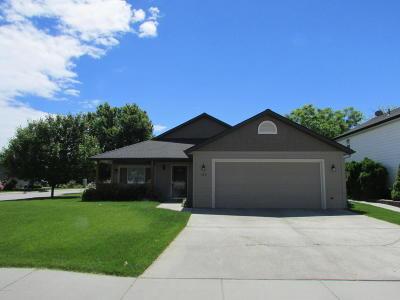 Hamilton Single Family Home For Sale: 160 Meadow Dr