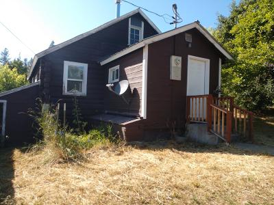 Single Family Home For Sale: 104 & 108 Apple Ln