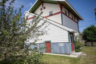 Manhattan Single Family Home For Sale: 305 E Railroad N