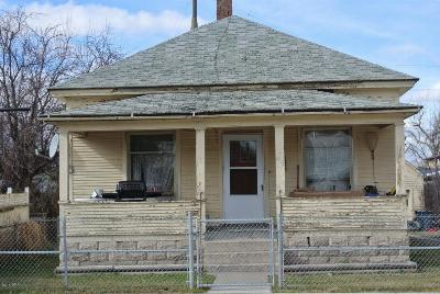 Augusta Single Family Home For Sale: 214 Main St