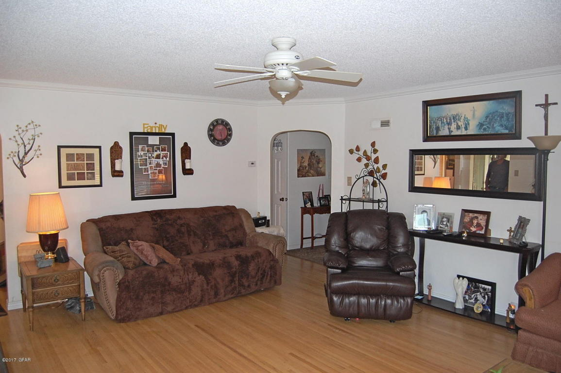 The Living Room Great Falls Mt Listing 1609 2Nd Ave So Great Falls Mt. Mls 172298  Great