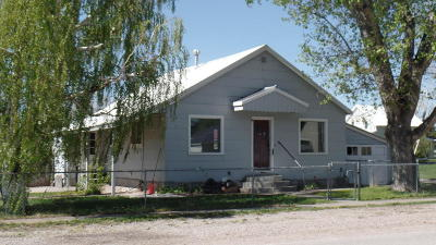Augusta Single Family Home For Sale: 302 Main St