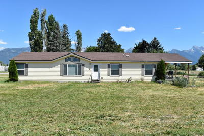 Lake County Single Family Home Under Contract Taking Back-Up : 1009 Main Street South West