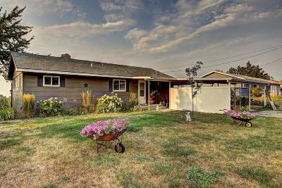Lake County Single Family Home Under Contract Taking Back-Up : 1303 15th Avenue East