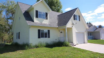 Lake County Single Family Home For Sale: 711 2nd Place South West