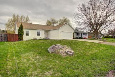 Lake County Single Family Home Under Contract Taking Back-Up : 308 12th Avenue East
