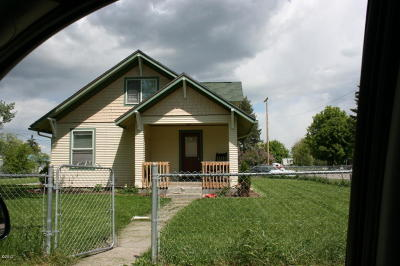 Lake County Single Family Home Under Contract Taking Back-Up : 604 Eisenhower Street South West