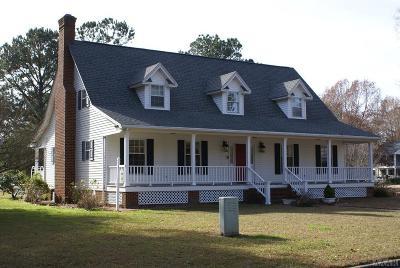 Chowan County Single Family Home For Sale: 215 Lakeside Drive