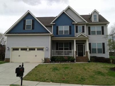 Burlington Single Family Home For Sale: 1052 Falkirk Dr