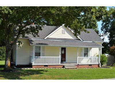 Graham Single Family Home For Sale: 1119 E Main St