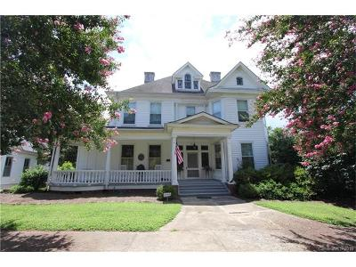Single Family Home For Sale: 211 W Wade Street