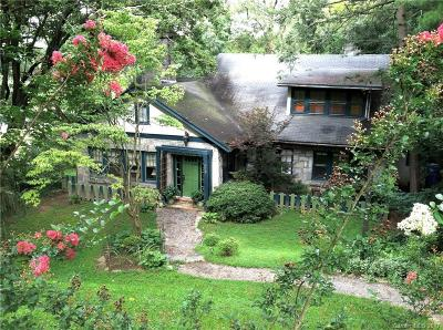 Asheville Single Family Home Under Contract-Show: 25 Saint Dunstans Circle