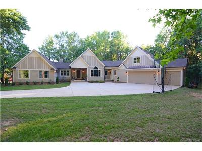 Matthews Single Family Home For Sale: 216 Red Barn Trail