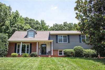 Single Family Home Under Contract-Show: 1416 Paddock Circle