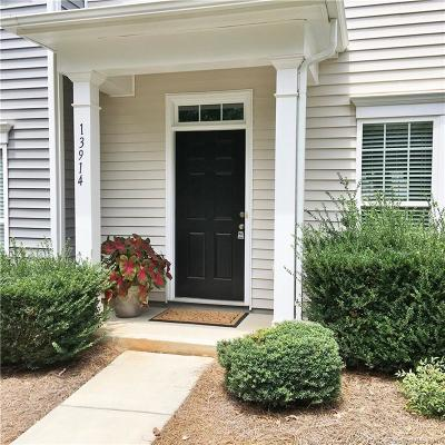 Huntersville Condo/Townhouse For Sale: 13914 Cypress Woods Drive
