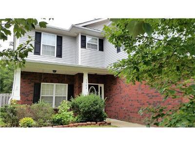 Denver Single Family Home For Sale: 1702 Woods Lane