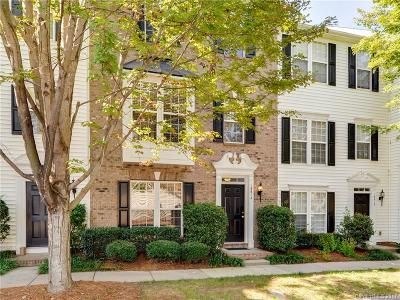 Condo/Townhouse Under Contract-Show: 15614 King Louis Court